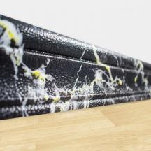 Самоклеющийся гибкий плинтус под черно-желтый мрамор 240х8 см