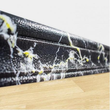 Самоклеющийся плинтус под черно-желтый мрамор для стен